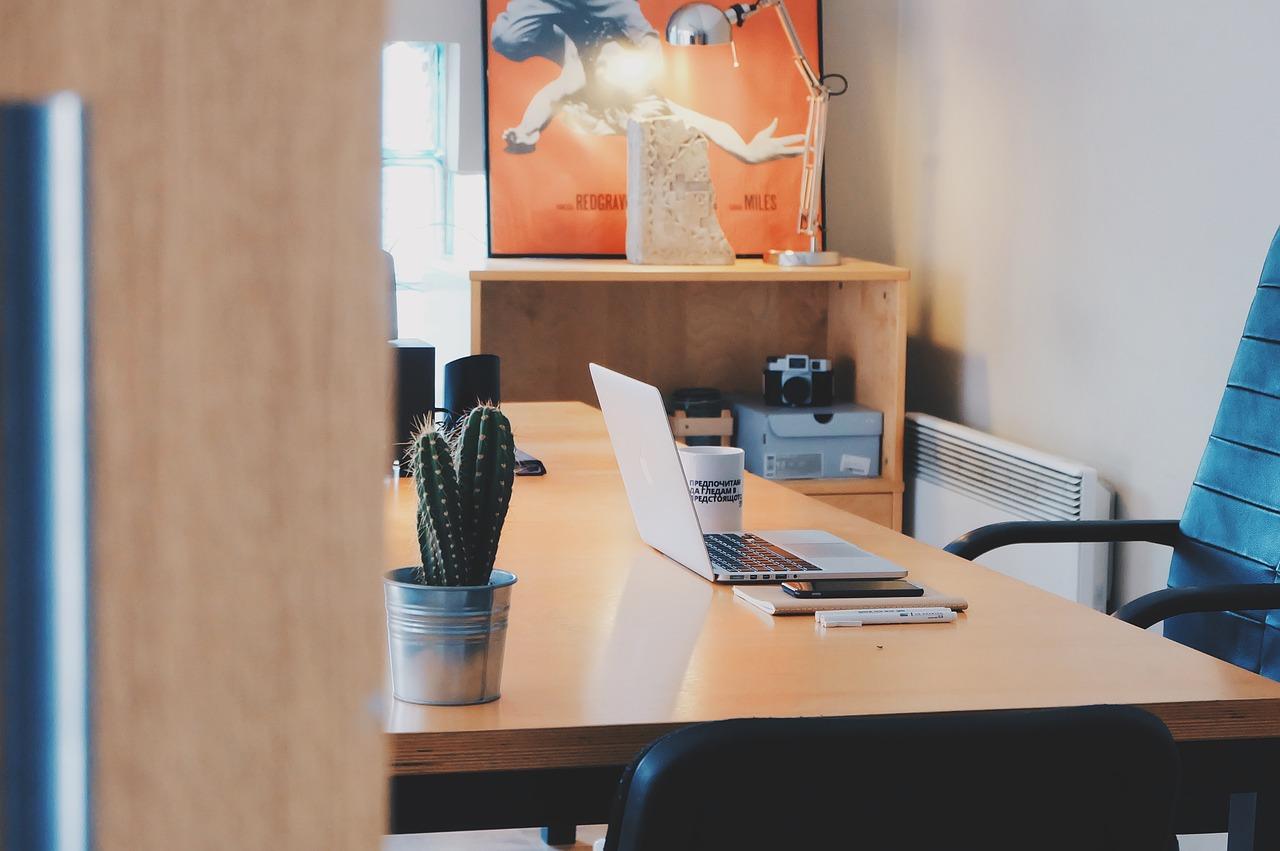 Les avantages des cloisons modulaires vitrées pour bureau
